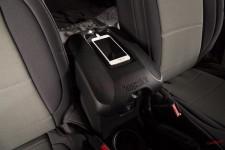 Osłona podłokietnika na konsoli centralnej z wnęką na telefon, czarna : 11-18 Jeep Wrangler JK