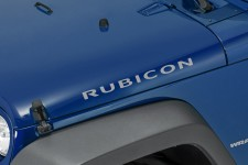 "Oryginalna Naklejka na maskę, ""Rubicon"", Jasno Srebrna : 07-18 Jeep Wrangler JK"