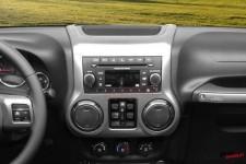 Nakładka na konsolę centralną i radio, kolor węgiel drzewny : 11-17 Jeep Wrangler JK