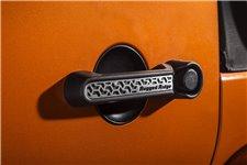 Wkładki do klamek, seria Elite, wzór czarno srebrny szczotkowany : 4 drzwiowy 07-17 Jeep Wrangler JKU