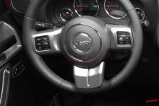 Nakładki na kierownicę, kolor węgla drzewnego : 11-17 Jeep Wrangler JK